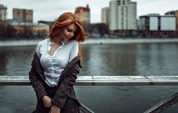 Картинка девушка, город, фон, Россия, рыжеволосая, Георгий Чернядьев, Puzzlement