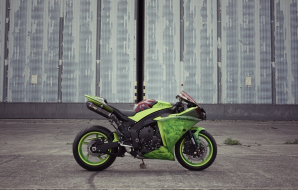 Картинка стена, green, здание, мотоцикл, профиль, yamaha, bike, ямаха, yzf-r1