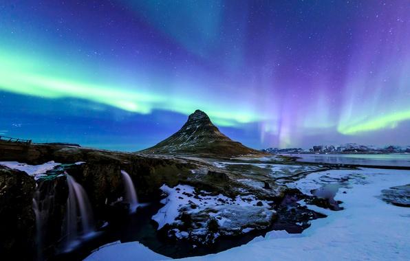 Фото обои звезды, небо, Исландия, ночь, озеро, северное сияние, водопад, зима, снег, Kirkjufell, гора