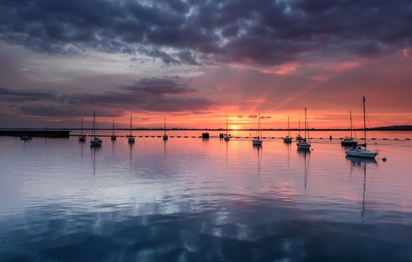 Картинка небо, облака, закат, оранжевый, отражение, Англия, яхты, вечер, горизонт, залив, Великобритания, штиль, серое, синее, графство, ...