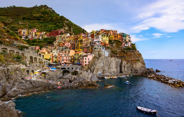Картинка море, пейзаж, скалы, побережье, здания, лодки, Италия, панорама, Italy, Лигурийское море, Manarola, Манарола, Cinque Terre, …