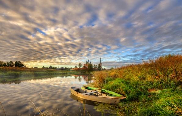Картинка осень, трава, закат, берег, село, лодки, вечер, церковь, речка