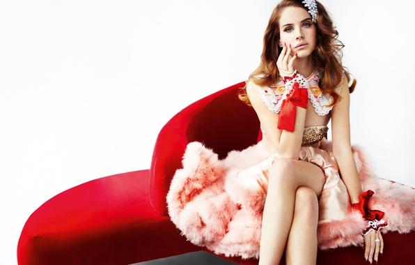 Картинка девушка, диван, платье, мех, певица, сидя, Lana Del Rey