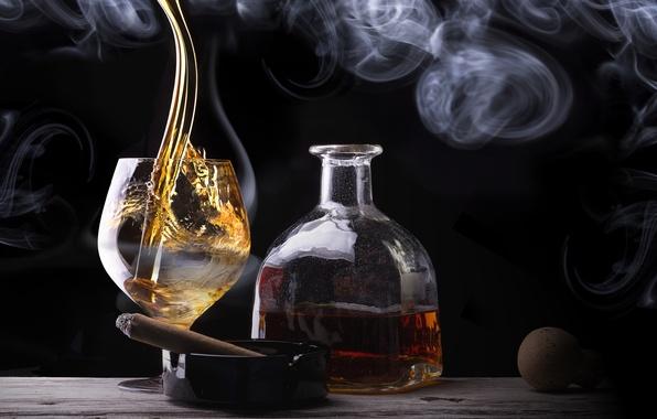 Картинка стакан, дым, бутылка, сигара, виски, cigar smoke, a glass of whiskey bottle