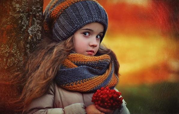 Картинка осень, природа, дети, ягоды, дерево, девочка, ребёнок