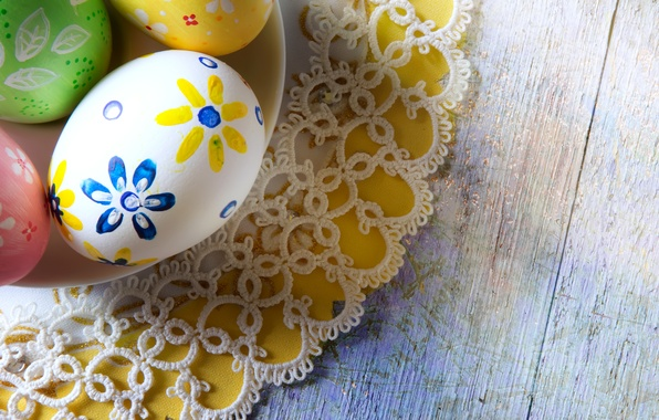 Картинка праздник, доски, яйца, тарелка, Пасха, кружева, салфетка, Easter, крашенки
