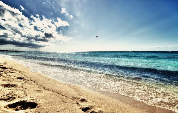 Картинка море, волны, пляж, лето, небо, солнце, пейзаж, природа, фото, фон, настроение, обои, побережье, горячий песок