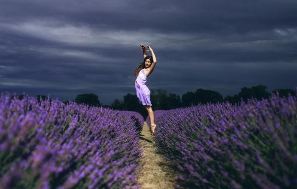 Картинка поле, девушка, цветы, настроение, прыжок, танец, лаванда