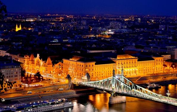Картинка дорога, свет, машины, река, здания, дома, архитектура, Венгрия, Hungary, Будапешт, Дунай, Budapest, Magyarország, мост Свободы, …