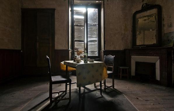 Картинка стол, комната, бутылка, окно
