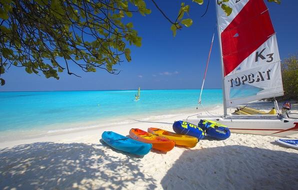 Картинка песок, море, пляж, небо, лодка, парус, доска, катамаран, виндсерфинг