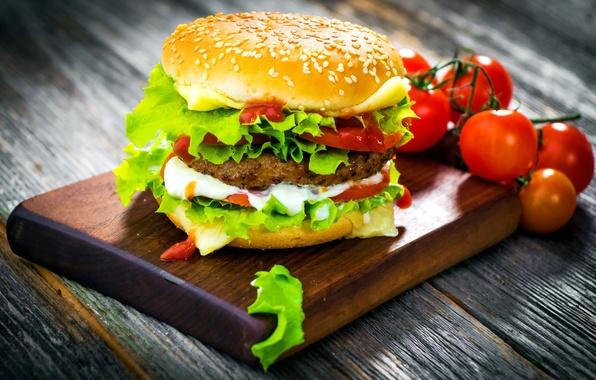 Картинка листья, сыр, лук, доска, овощи, помидоры, гамбургер, котлета, булка, кунжут, фаст фуд, салат