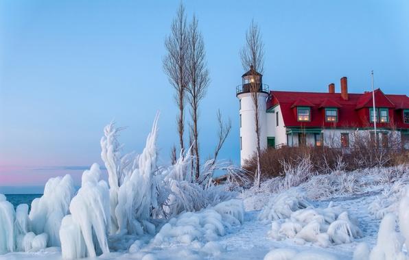 Картинка лед, зима, море, небо, снег, дом, маяк, кусты