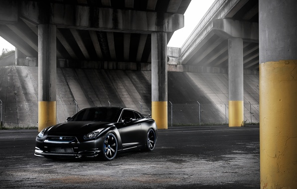 Картинка чёрный, тюнинг, эстакада, GTR, колонны, суперкар, Nissan, ниссан, tuning, передок, гтр, р-35, R-35