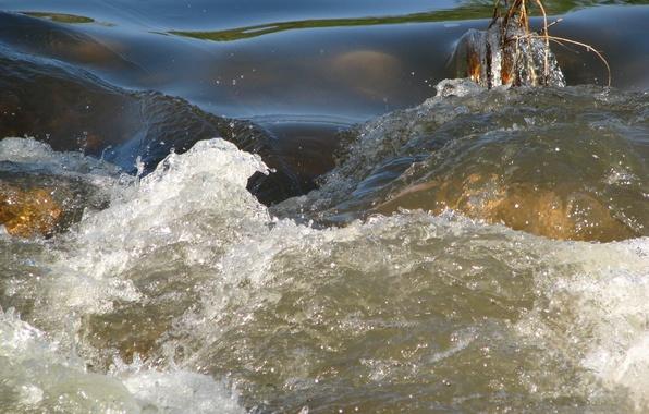 Картинка вода, брызги, река, препядствие, течение, бурлит
