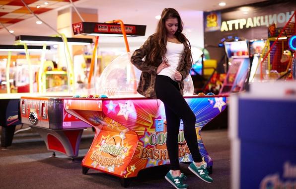 Картинка девушка, лицо, волосы, ножки, кроссовки, игровые автоматы, Darina, настольный баскетбол