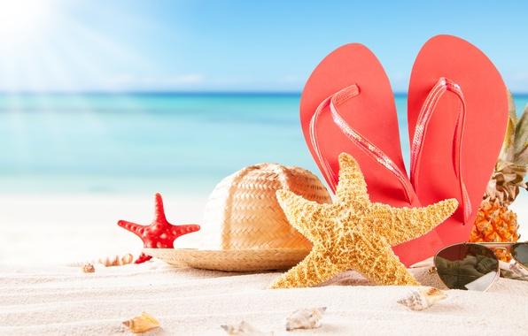 Картинка песок, море, пляж, шляпа, очки, ракушки, ананас, сланцы, морские звезды