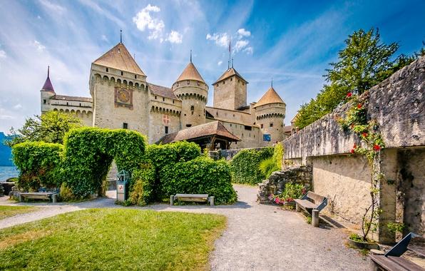 Картинка зелень, озеро, камни, замок, газон, стены, остров, Швейцария, арка, скамейки, лавочки, Lake Geneva, Chillon Castle