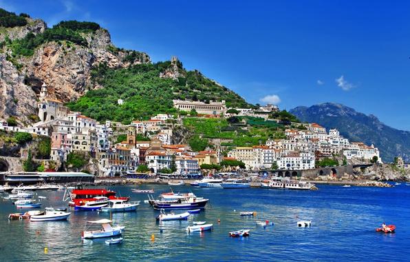 Картинка море, зелень, природа, люди, скалы, берег, побережье, здания, дома, лодки, Италия, церковь, Italy, Amalfi, Амальфи, …