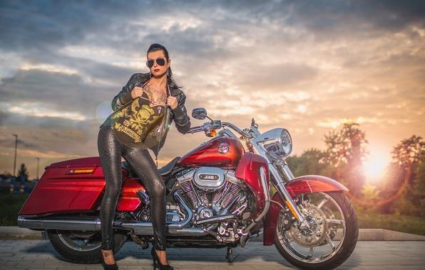 Картинка девушка, красный, тату, мотоцикл, Harley Davidson, байк, рок, харлей