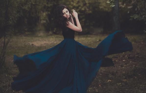 Картинка девушка, природа, платье, брюнетка
