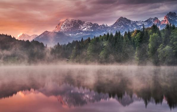 Картинка вода, деревья, пейзаж, горы, природа, туман, озеро, отражение, восход, рассвет, утро, ели, леса