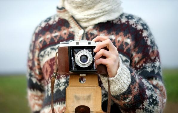 Картинка узор, рисунок, камера, руки, объектив, свитер
