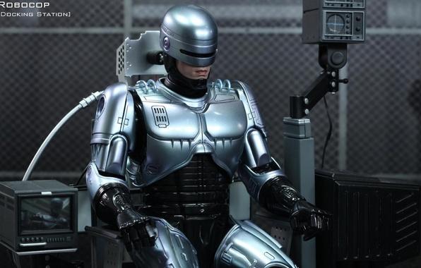 Картинка робот, герой, броня, киборг, сидит, железо, полицейский, Robocop, подзарядка