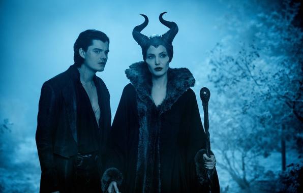 Картинка лес, ночь, фильм, рога, посох, парень, ведьма, Maleficent