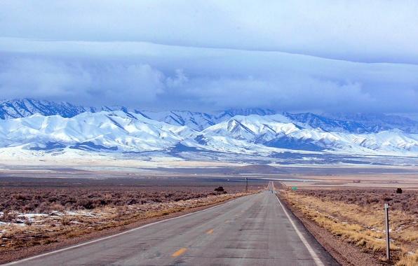 Картинка дорога, поле, небо, облака, снег, горы, тучи