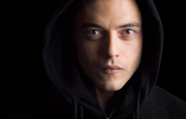 Картинка взгляд, лицо, капюшон, сериал, черный фон, крупным планом, TV Series, Rami Malek, Рами Малек, Mr. ...
