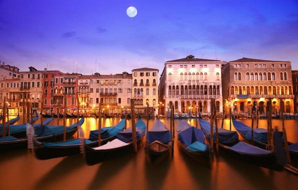 Картинка вода, свет, отражение, река, луна, здания, дома, лодки, вечер, освещение, фонари, канал, архитектура, полнолуние, italia, …