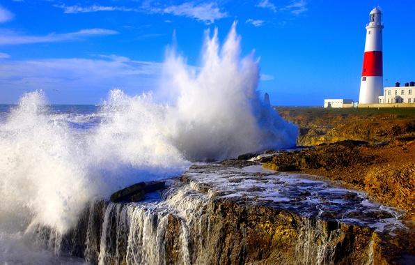 Картинка море, небо, брызги, шторм, скалы, маяк