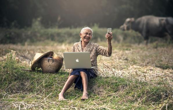 Картинка настроение, Apple, iPhone, ситуация, Азия, ноутбук, MacBook, бабулька, смартфон, селфи, продвинутая