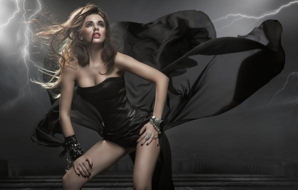 Картинка взгляд, девушка, лицо, поза, молния, модель, волосы, макияж, черное платье, кудри