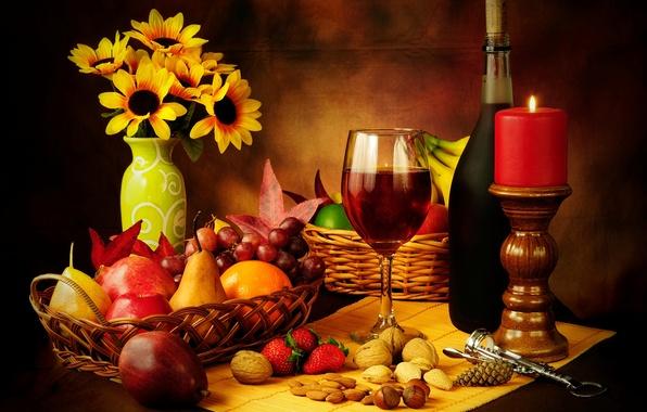 Картинка вино, красное, корзина, яблоки, бокал, бутылка, свеча, клубника, виноград, фрукты, орехи, натюрморт, груши, штопор