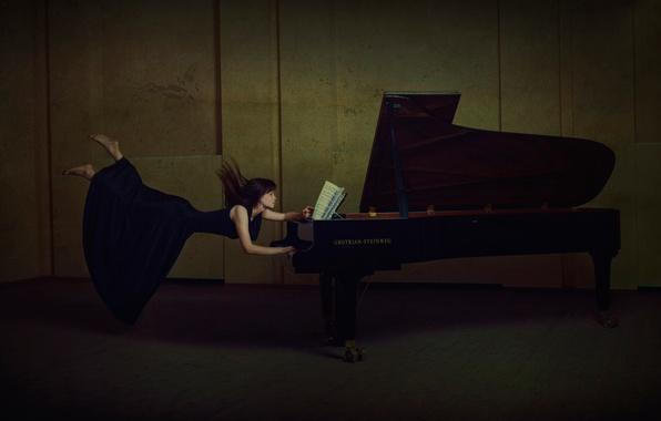 Обои картинки фото пианино девушка