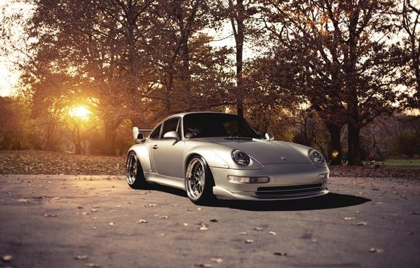 Картинка солнце, деревья, 911, Porsche, серебристый, порше, блик, GT2, front, silvery, 993