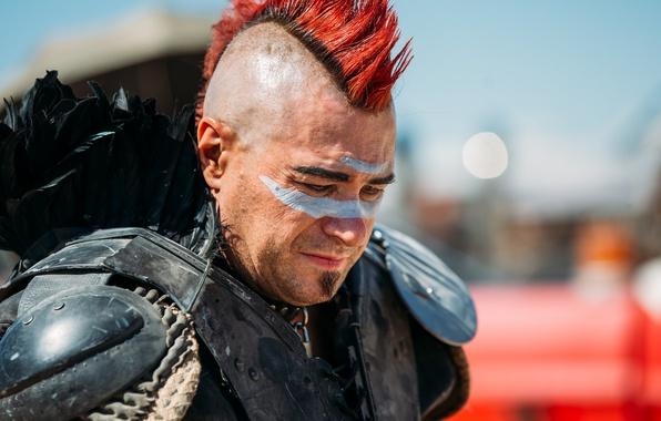 Картинка лицо, фон, волосы, мужчина, ирокез, раскрас, Mad Max, в стиле