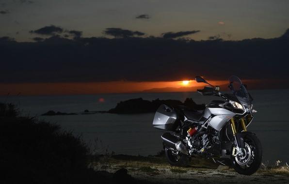 Картинка закат, природа, двигатель, мотоцикл, красивый, итальянский, фон., электронный, мягкий, двухцилиндровый, V-образный, Априлиа, Aprilia Caponord 1200, …