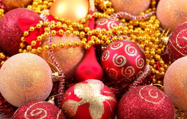Картинка праздник, узоры, блеск, новый год, блестки, красные, бусы, new year, золотые, елочные шары