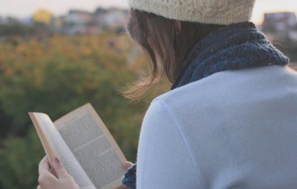 Картинка осень, листья, девушка, деревья, природа, текст, надписи, фон, настроения, листва, шапка, шарф, брюнетка, книга, широкоформатные …