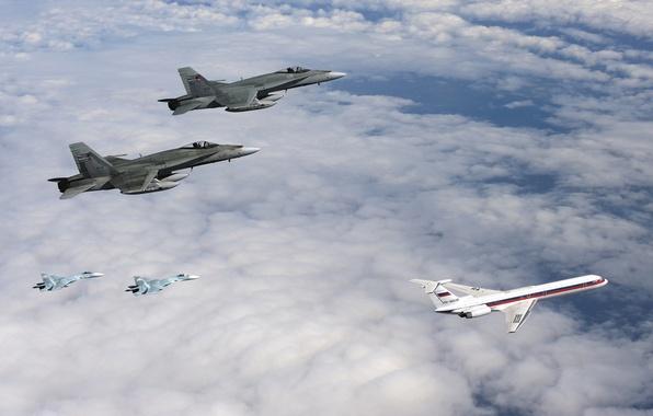 Картинка небо, облака, истребители, пара, самолёт, два, поколения, реактивный, пассажирский, Су-27, Hornet, ВВС России, McDonnell Douglas, ...