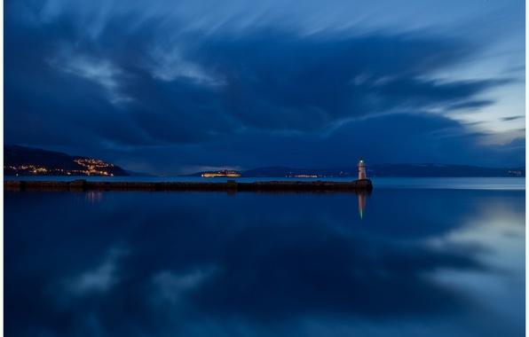 Картинка небо, облака, ночь, отражение, река, берег, маяк, остров, освещение, Норвегия, синее