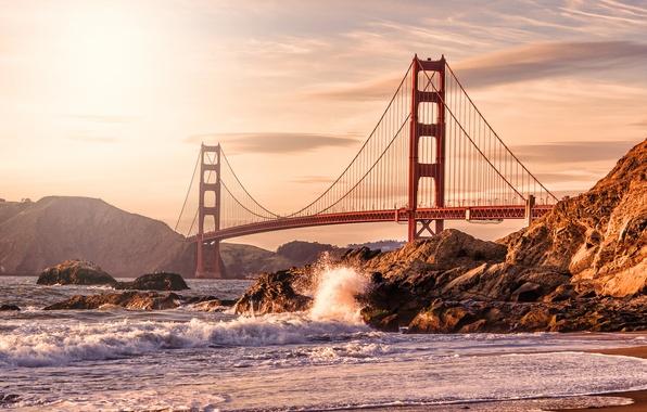 Картинка волны, пляж, брызги, мост, город, камни, скалы, берег, Золотые ворота, США, Сан Франциско