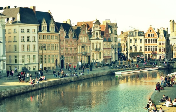 Картинка вода, мост, город, отражение, люди, окна, здания, дома, фонари, канал, бельгия, гент