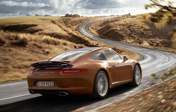Картинка дорога, небо, холмы, купе, 911, Porsche, суперкар, Порше, коричневый, вид сзади, coupe, каррера, carrera 4