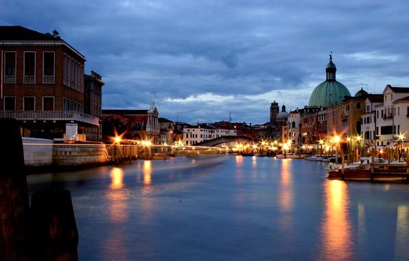 Картинка небо, вода, тучи, мост, отражение, здания, дома, вечер, фонари, Италия, Венеция, архитектура, Italy, Venice, Гранд-канал, …