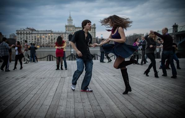 Обои картинки фото танцы пары город
