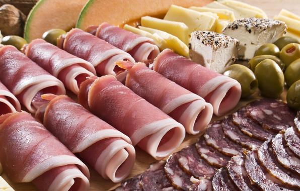 Картинка сыр, мясо, орехи, оливки, рулеты, сервелат